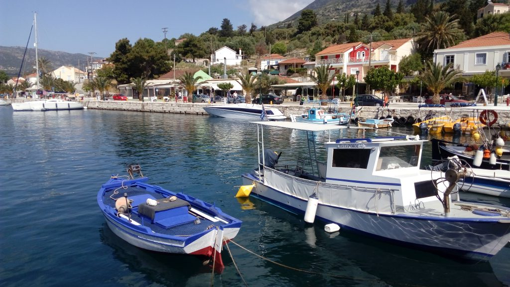 Boote im Hafen von Agia Efimia