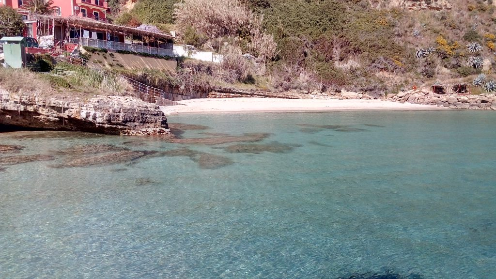 Agios Thomas beach below Karavados