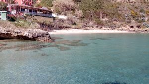 Agios Thomas beach below Karavados