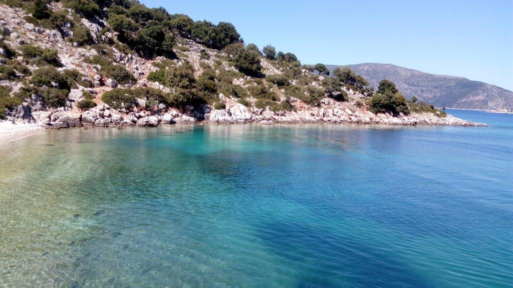 Mit Motorboot von Fiskardo zu einsamen Buchten