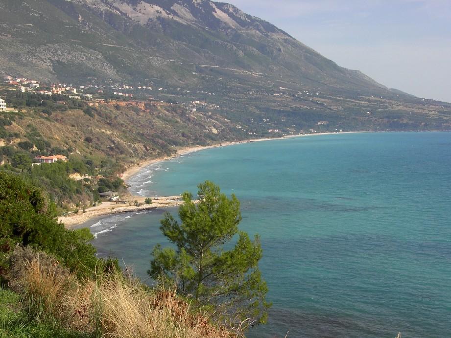 Trapezaki beach ist der nächstgelegene Strand, den man mit Motorboot von Lourdas aus erreicht.
