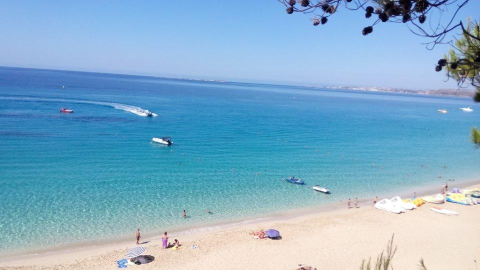 Wassersport am Makris Gialos Strand in Lassi, Kefalonia