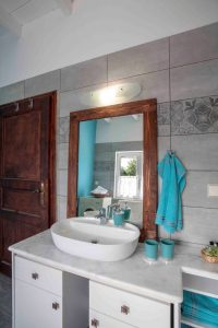 Bathroom of Joleni Cottage in grey and turquoise