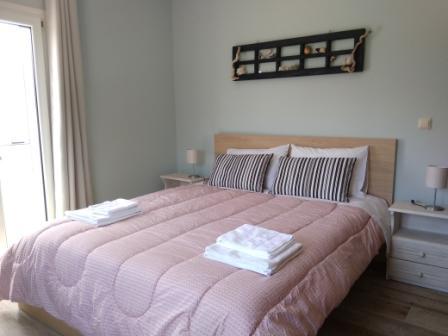 Joleni Cottage bedroom with queen bed