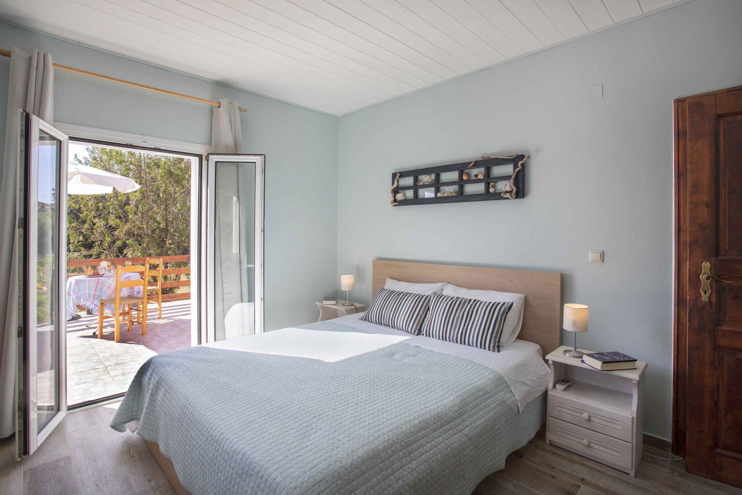 Joleni Cottage Kefalonia Schlafzimmer und dazugehörige Terrasse